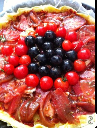 Tomates et raisins confits au romarin, de la tarte ou bien http://wp.me/p389oa-kg