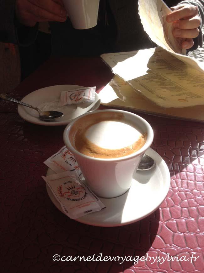 un bon cappuccino romain
