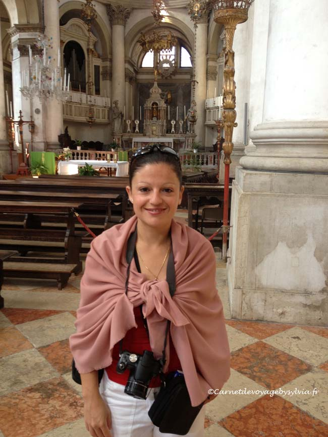 se couvrir dans les églises à Venise