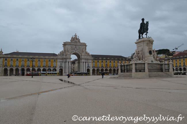Visiter la place du commerce à Lisbonne