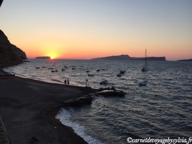 Santorin-caldeira-plage