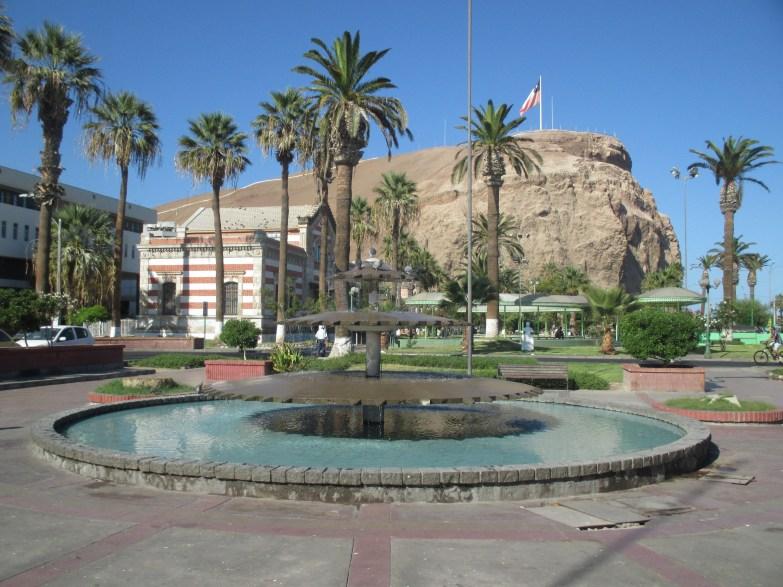 Place de Arica au pied du morro