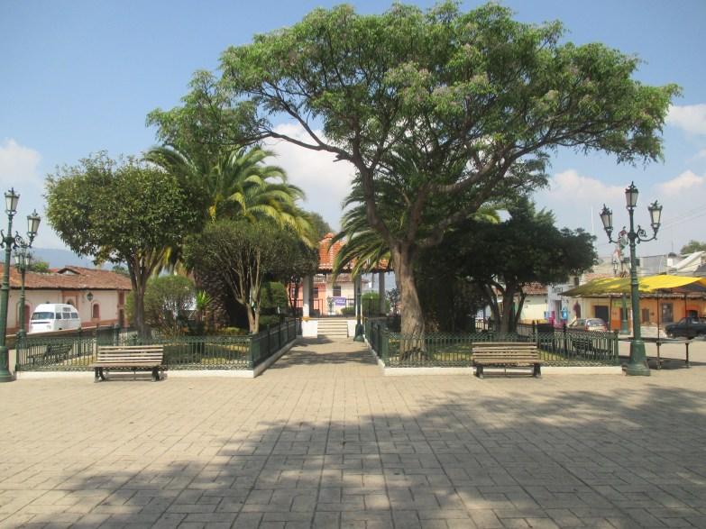 Petit parc devant le cerro de Guadalupe San Cristobal de las casas