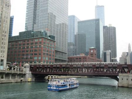 Métro et bateau dans le Loop