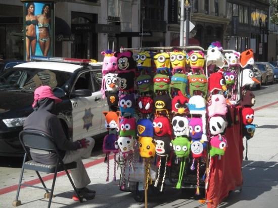 Vendeuse de bonnets rigolos pour enfants