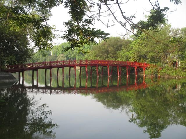 pont le lac Hoan Kiêm