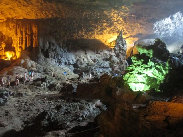 La grotteest à 25 mètres de hauteur et offre une belle vue sur les alentours.