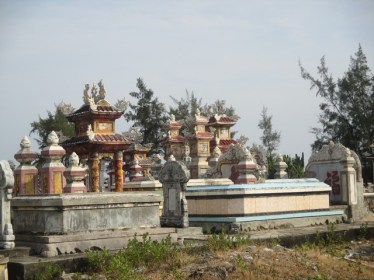 cimetière Thuan An , Huê