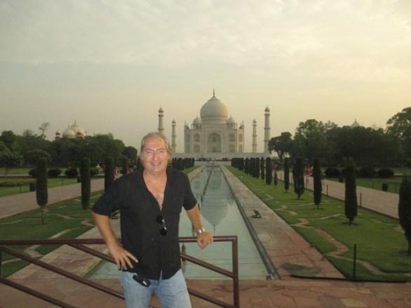 Benoit devant le Taj Mahal