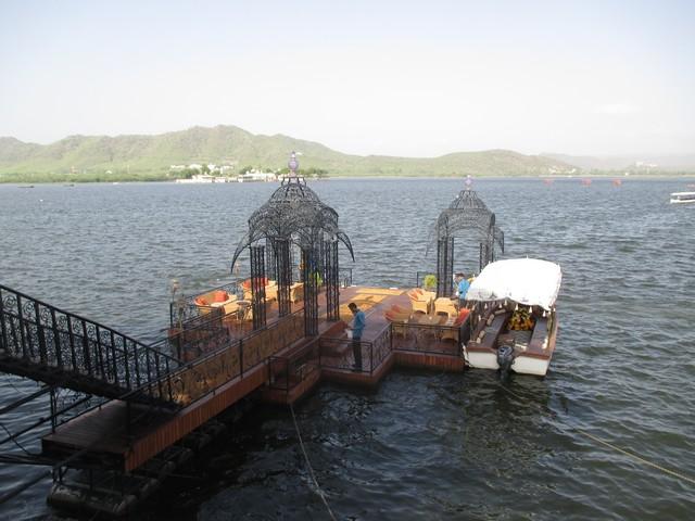 ponton d'accès au Lake Palace