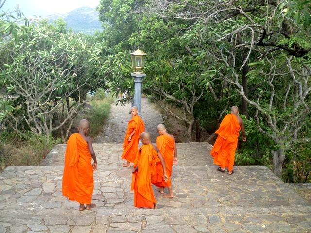 enfants-moines Rock temple