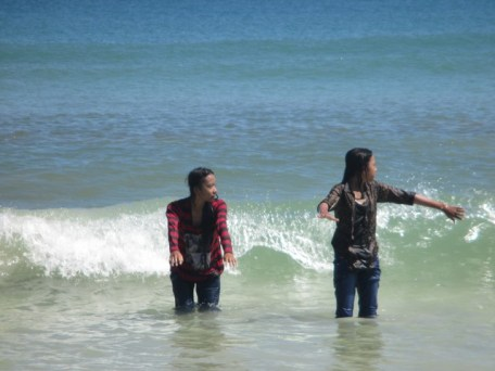 jeunes filles plage Selong Blanak