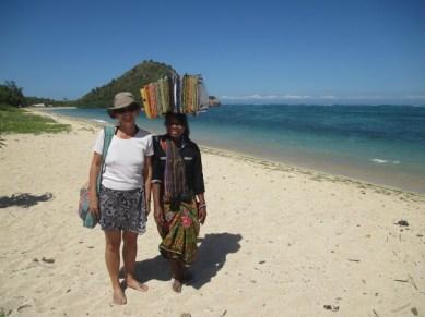 Nath et vendeuse de sarong Kuta Lombok