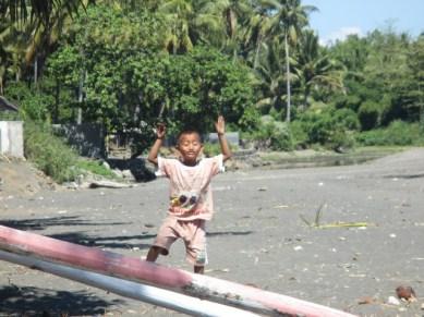 enfant plage Lombok
