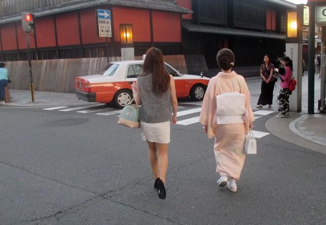 2 femmes Gion