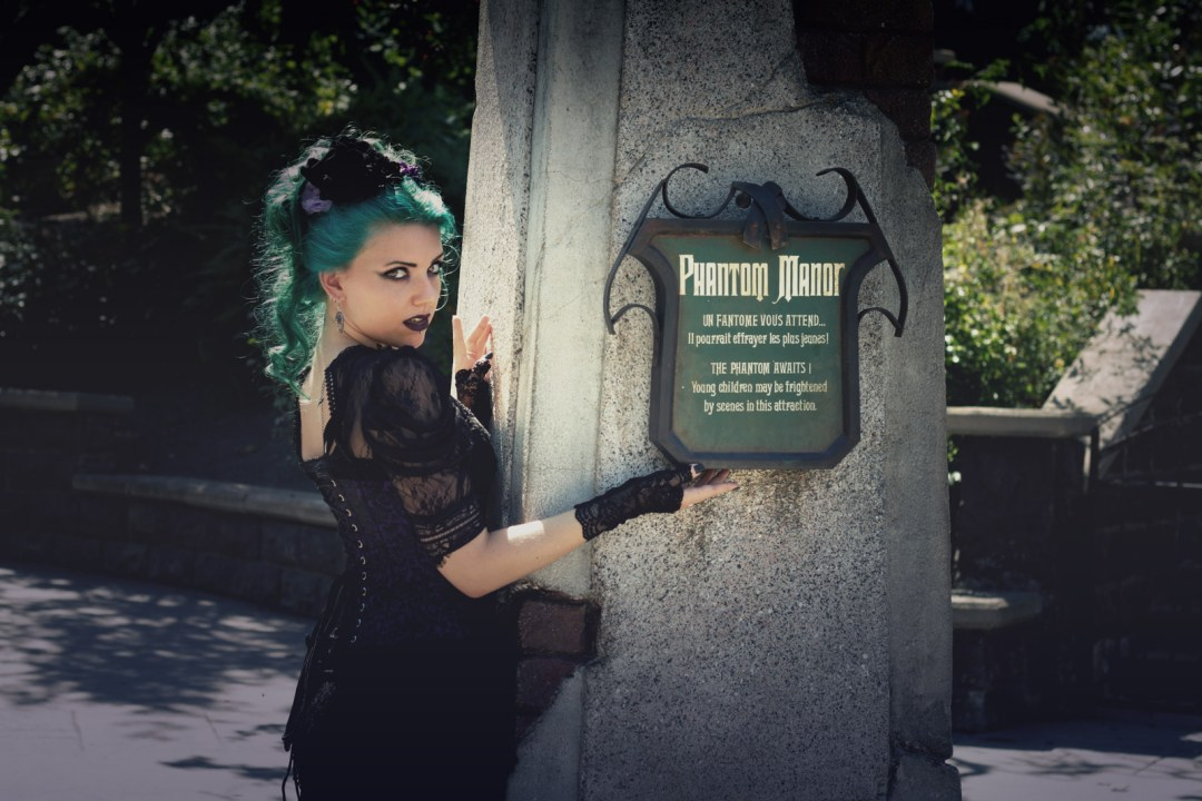 Ravenswood Sisters : Phantom Manor Paris