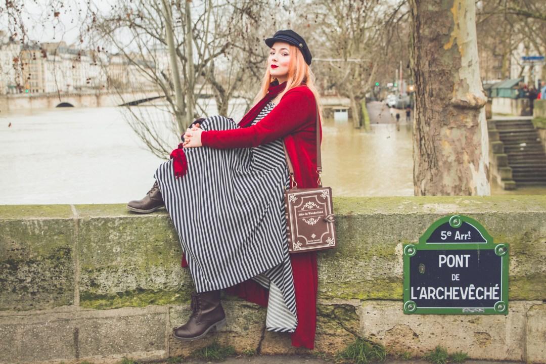 les carnets d'alice blog grande taille body positive tenue paris notre dame robe marinière navabi cardigan long rouge -1581