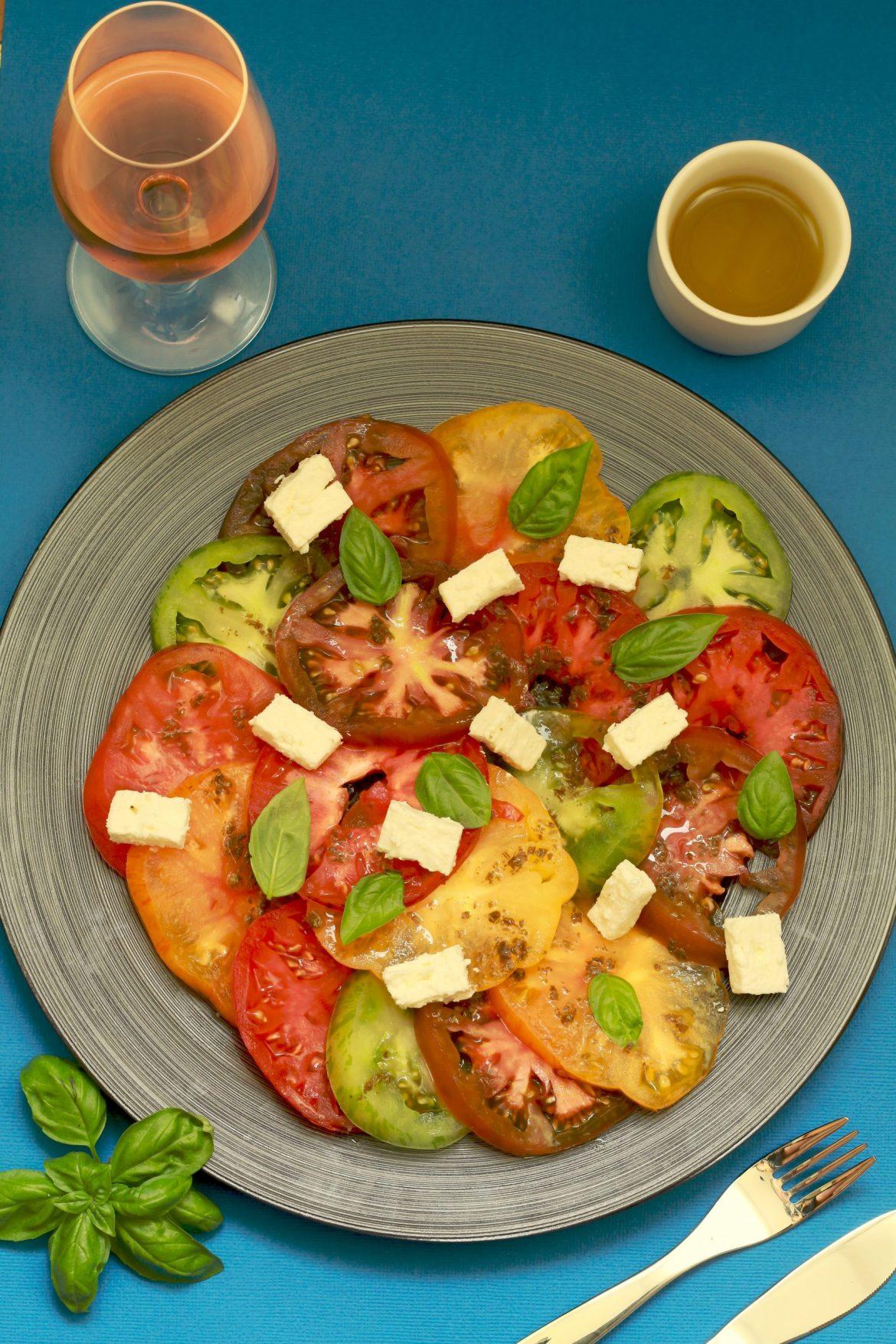 Carpaccio de tomates anciennes au pesto