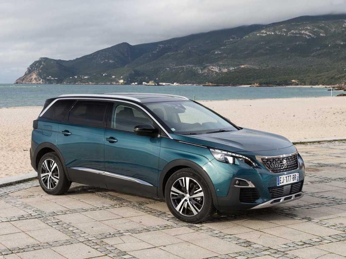 Peugeot-5008-2017