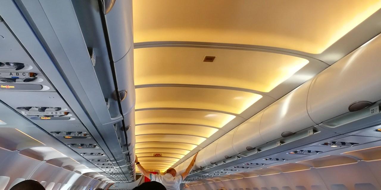 Un bébé qui pleure dans l'avion (ACT)