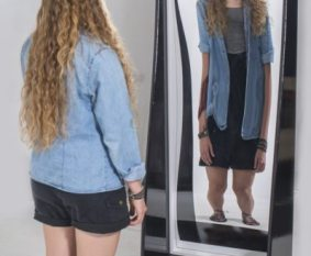 6′ Freestanding Funhouse Mirror