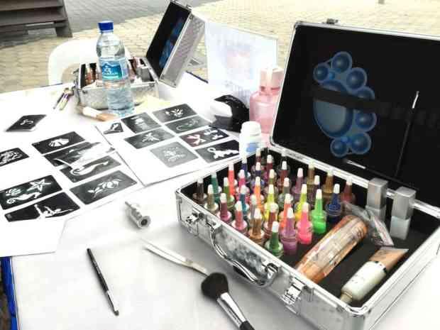 glitter-tattoo-activity-booth