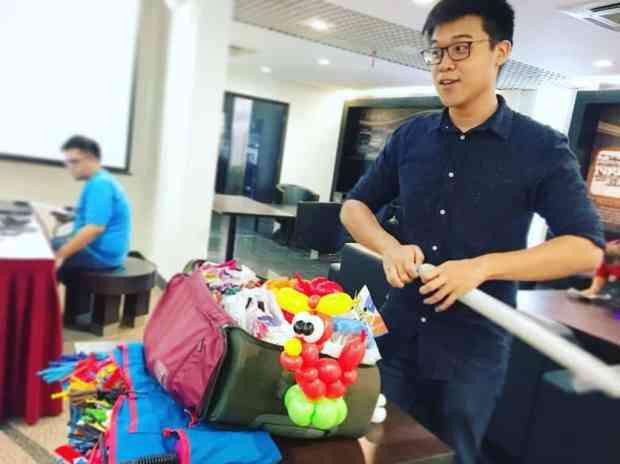 singapore-balloon-artist