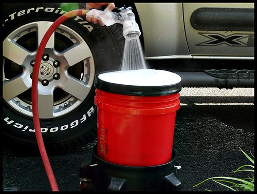Clean Car Tires The Right Way: Mixing Tire Clean Solution