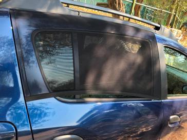 Moustiquaire fenetre voiture