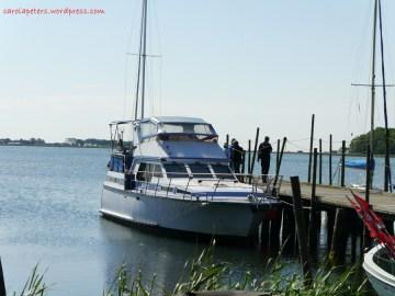 Motorboot im Hafen von Groß Zicker (c) Carola Peters