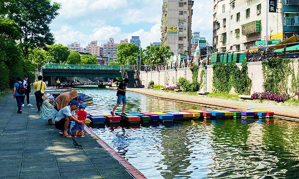 中港大排親水步道 積木橋