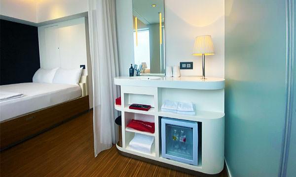 世民酒店房間的盥洗空間