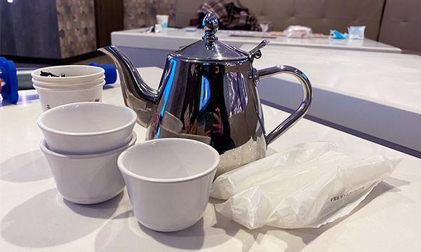 熱茶與喉糖