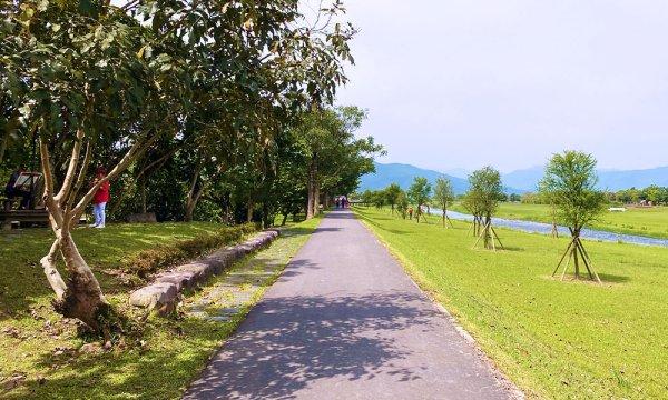在安農溪分洪堰風景區散步
