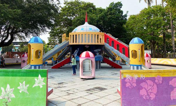 嘉義公園 飛碟溜滑梯