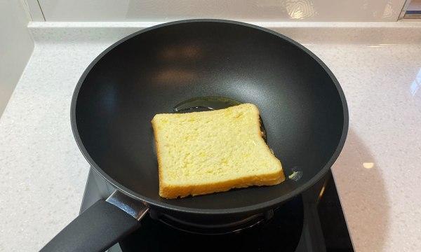 使用無鹽奶油煎法式吐司