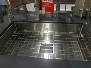 Love this grated sink.