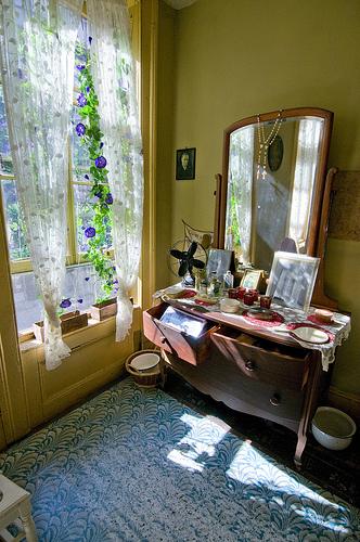 baldizzi-family-parlor-at-the-tenement-museum