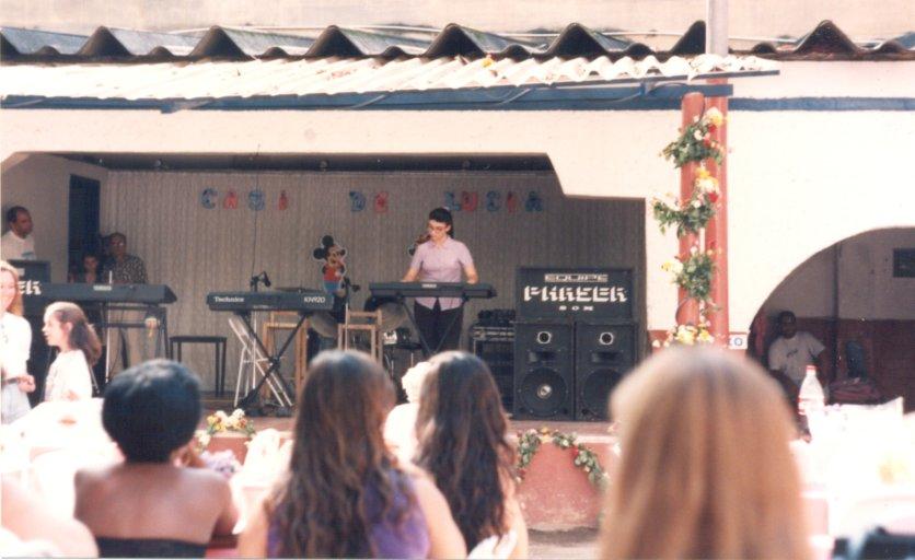 Tocando no musical beneficente - 1999
