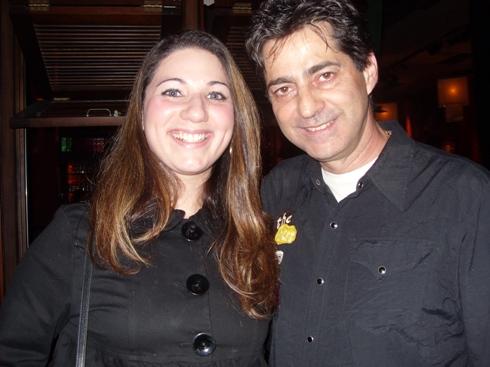Carol e o apresentador Carlos Moares