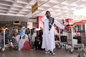 Am Flughafen stranden Gläubige, die von der Pilgerreise nach Mekka zurückkommen