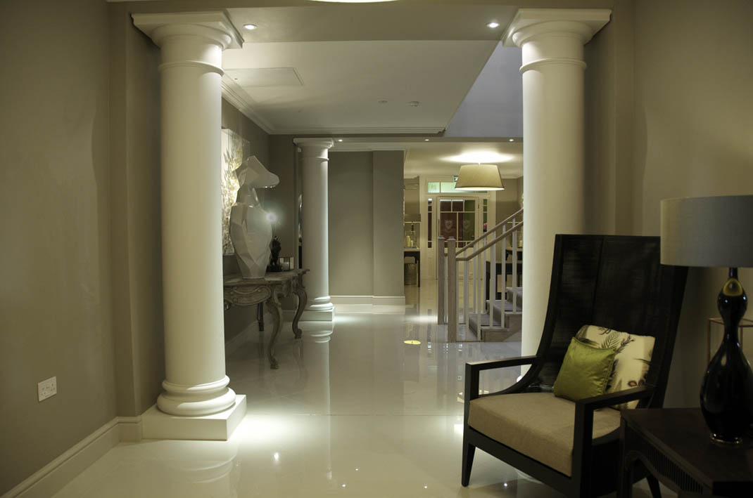 S entrance hall from restaurant