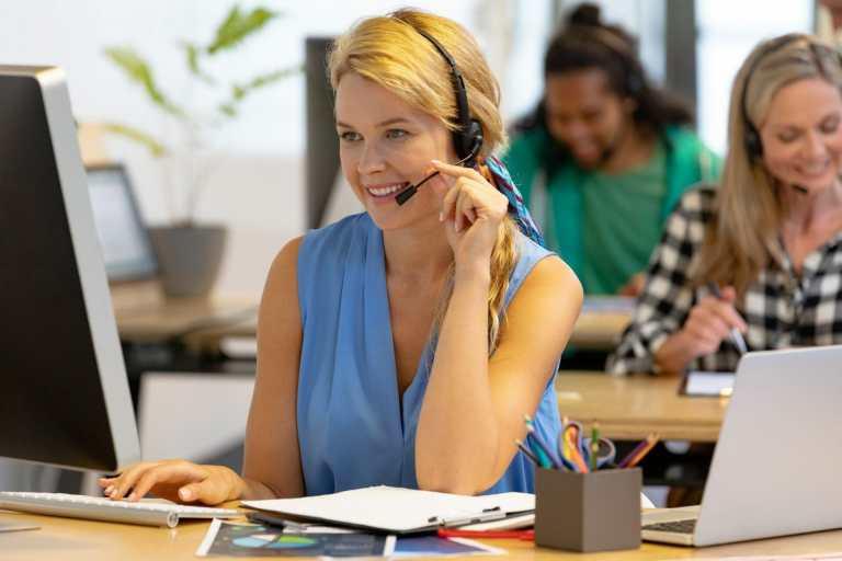 call center agent at desk