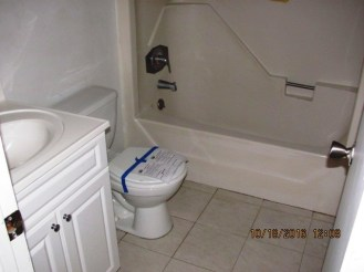 204-poplar-bathroom