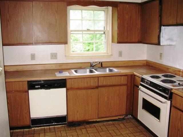 2433 Saddleridge Kitchen
