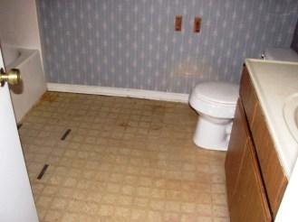 2433 Saddleridge Master Bathroom