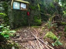 Trailhead with map, info, walking sticks—C.Helbig