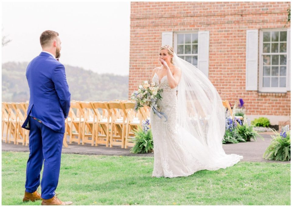 first look at Phillipsburg, New Jersey wedding