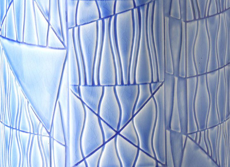 BLW_Guadalupe_Vase_Largo-Azzurro_close_WEB2500px-2000x1454