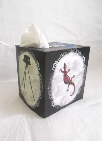 Discworld tissue box cover - Side view